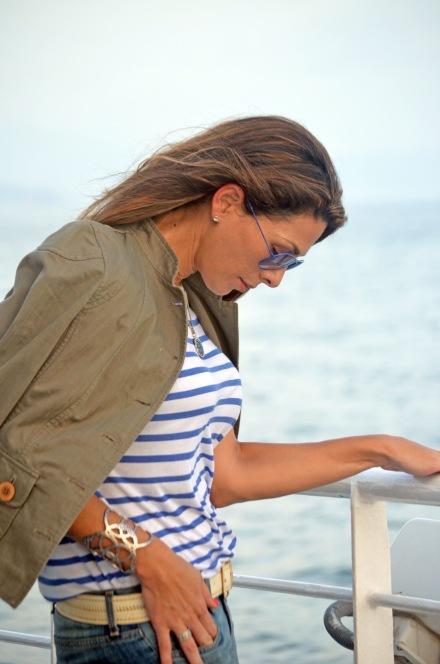The_Market_Girl_zara_stripes_militaryjacket_rippedjeans_santateresa_ocean_hilasadejewelry
